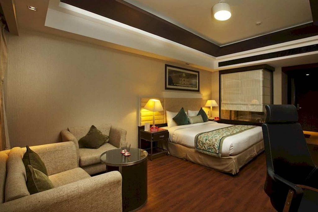 Tips Book Hotels Near Rajkot Airport